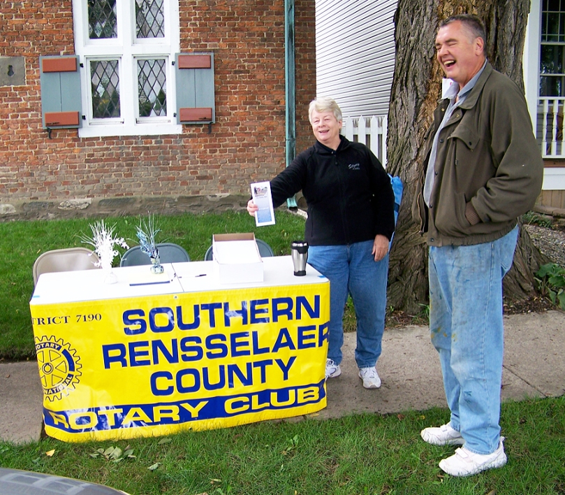 Pat Bailey and Murray Forth at the SRC table during Harvest Faire. Bill Dowd, Peter Brown and Debbie Brown also took turns on duty.