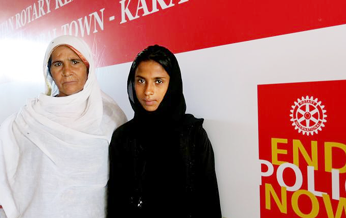 Uzma Islam, right, says she tries to address the concerns of those who refuse the vaccine. (Al Jazeera photo: Asad Hashim)