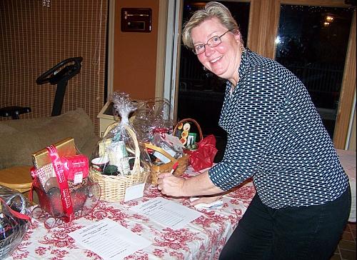 Maggie Forth jots down a silent auction bid.