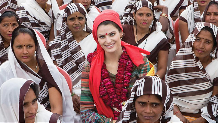 Supermodel Isabeli Fontana stands among health workers who go door-to-door to administer the polio vaccine in India. Photo: Jean-Marc Giboux